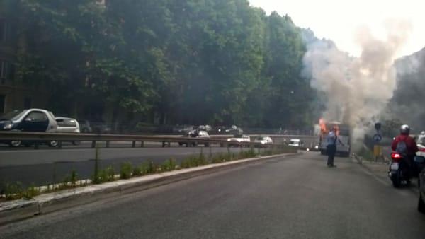 Incendio bus Muro Torto